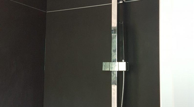 Casa in bioedilizia - dettaglio su doccia