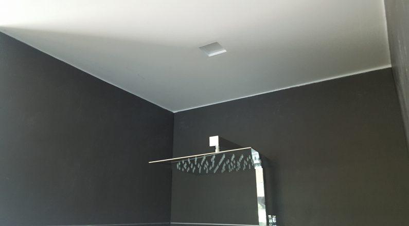 Casa in bioedilizia - dettaglio su sifone doccia