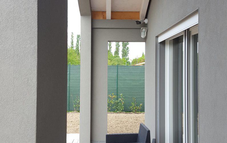 Casa in legno a Vigheffio - dettaglio su portico - foto 1