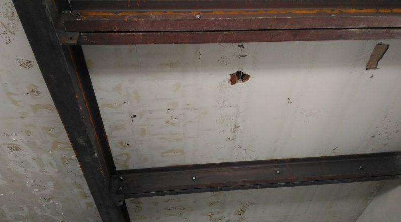 trave in acciaio sul soffitto